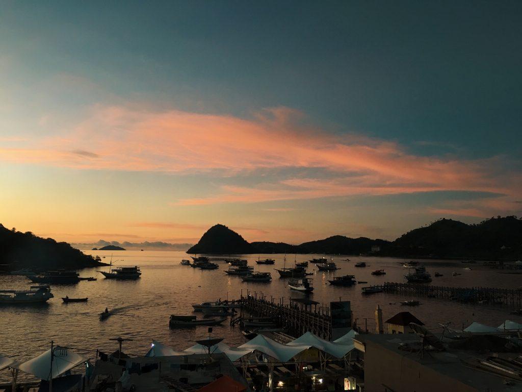 Pemandangan Sore hari di Pelabuhan Labuan Bajo