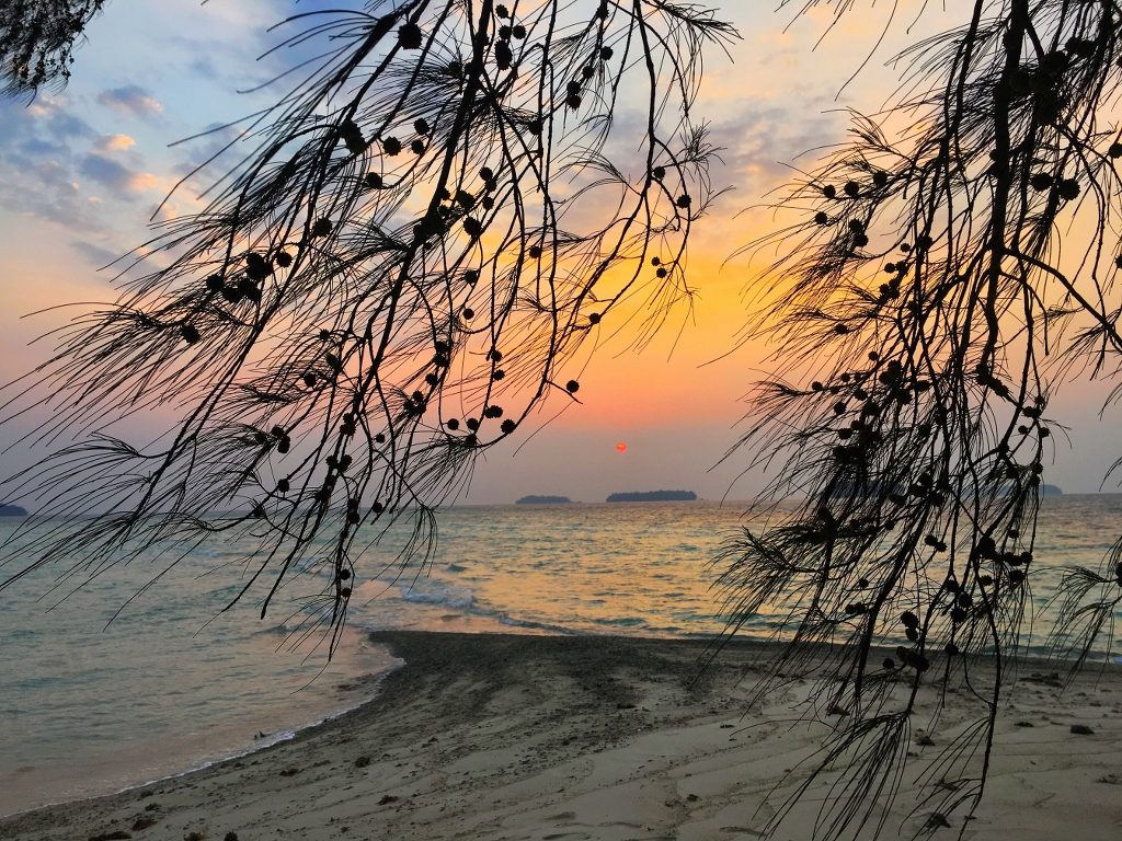 Sunrise di Pulau Dolphin