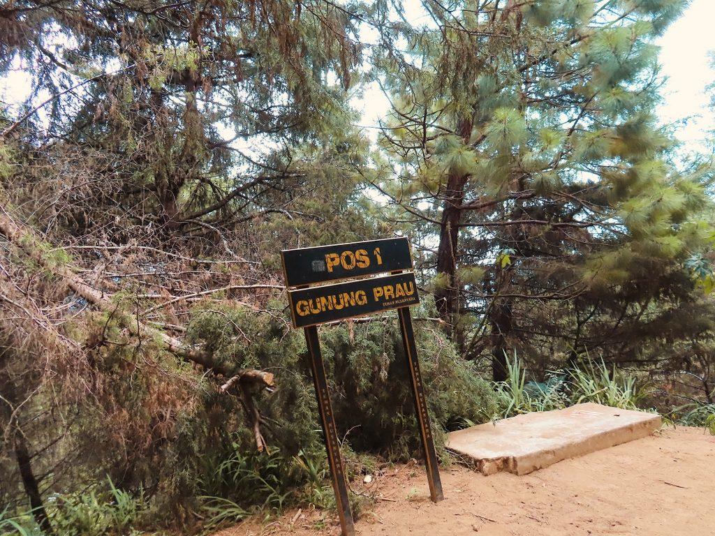 Pos 1 naik gunung Prau via Dieng