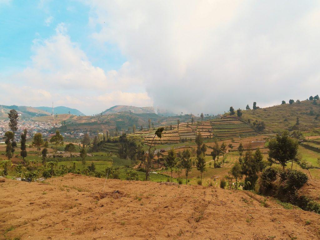 Pemandangan Naik Gunung Prau via Dieng