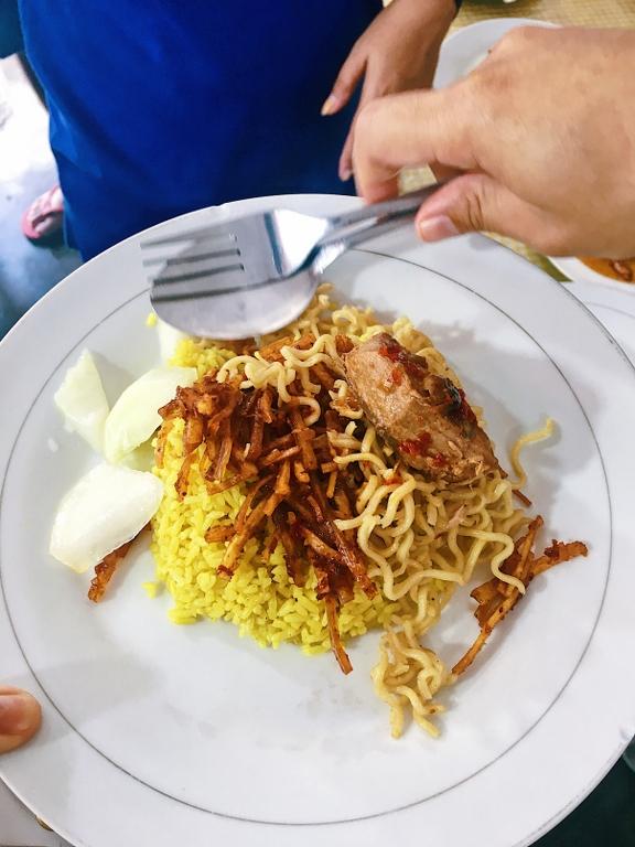 Nasi Kuning RM Al-Hikmat Ternate