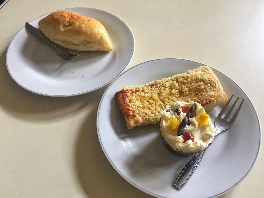 Boterbrood dan brown basket Sumber Hidangan