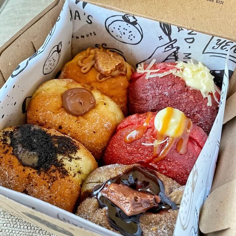 lunas doughnut